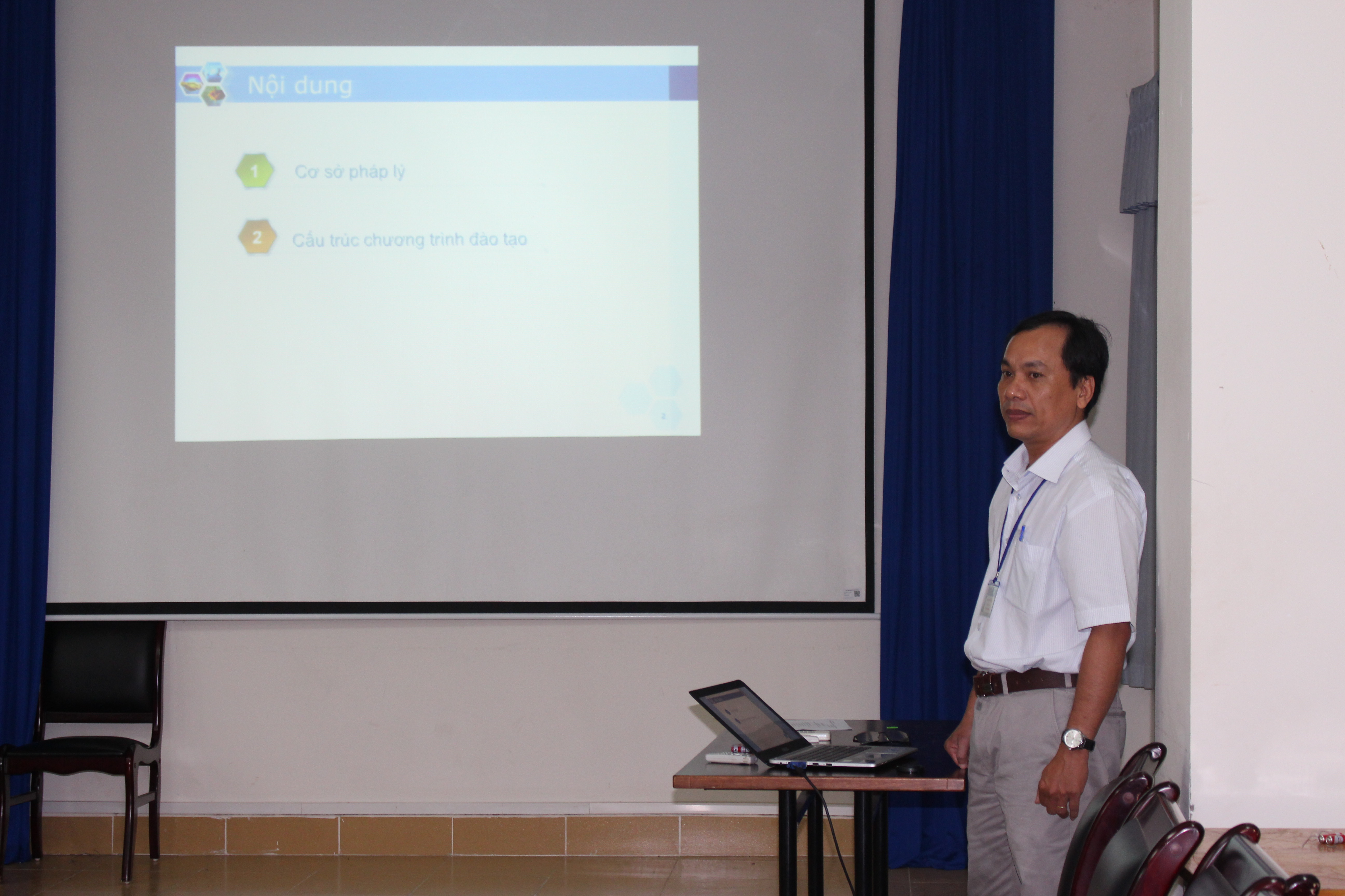 Mr. Pham Huu Dung – Lecturer presented the information of the Web Design program