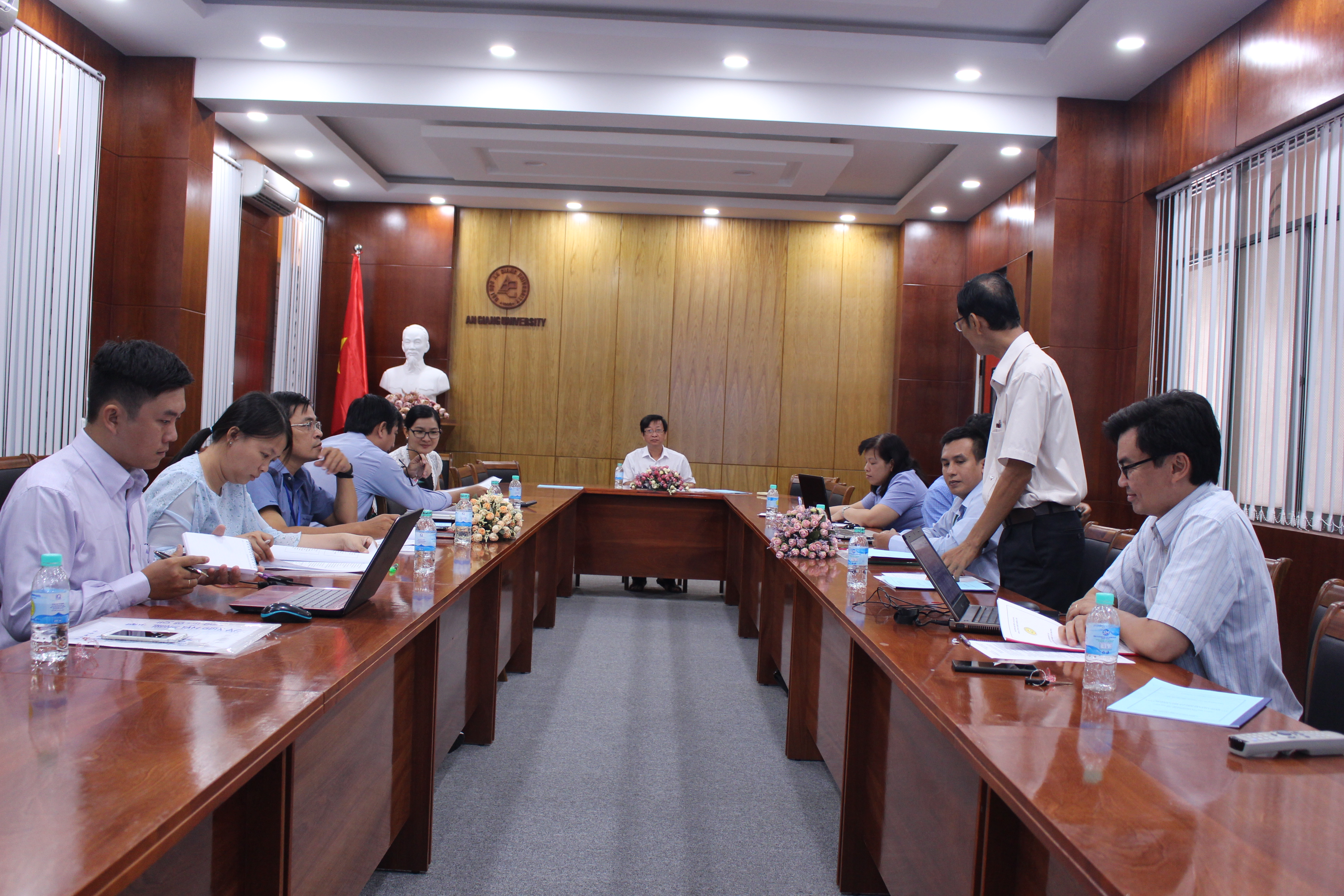 Mr. Huynh Phuoc Hai presented the project proposal to the Committee