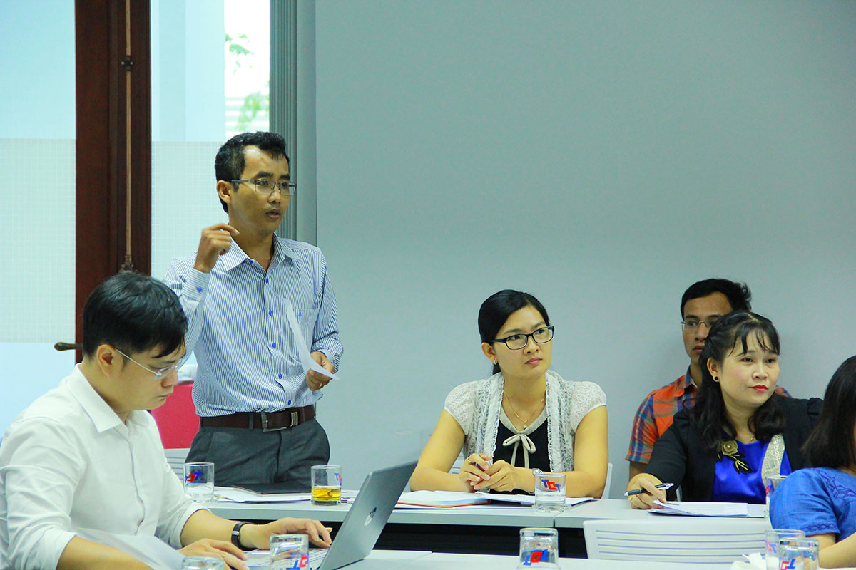 Dr. Chau Thi Đa – Deputy Head of the Research Management and International Relations questioned the presenters