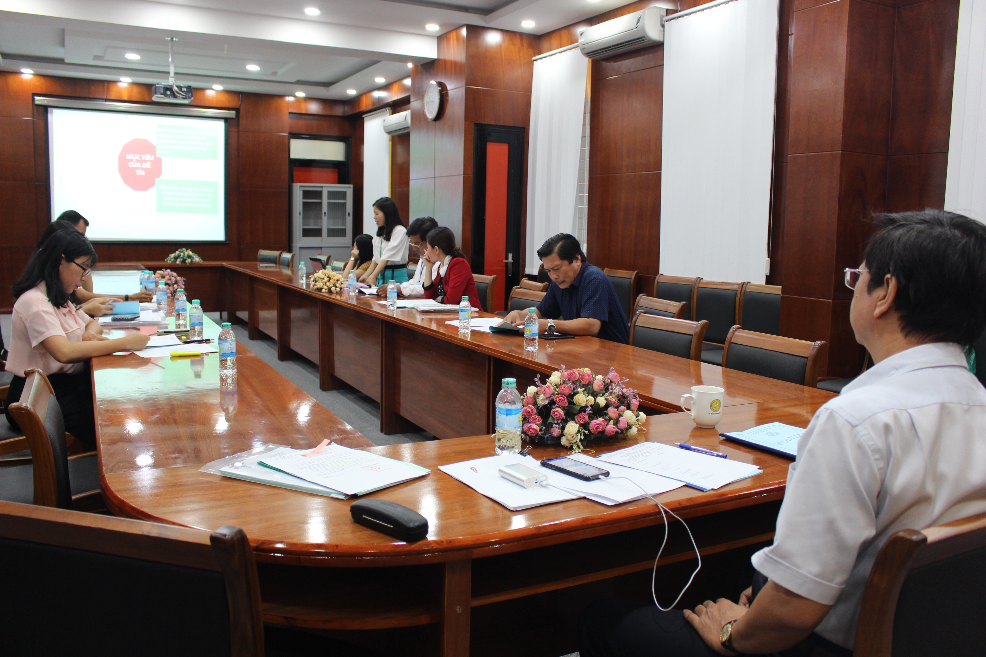 The evaluation session of project proposal of Ms. Tran Thi Huyen (project leader)
