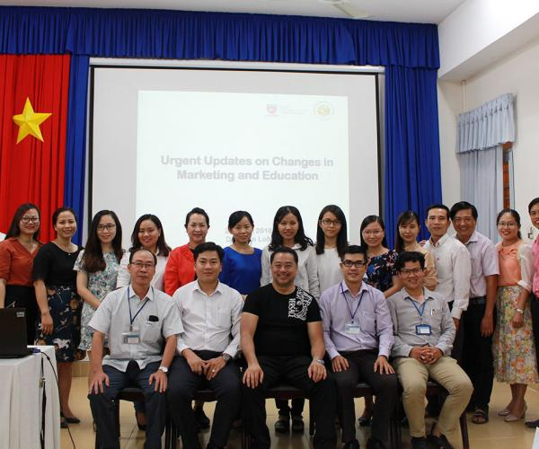 "Hội thảo chủ đề ""Urgent updates on changes in marketing and education"""